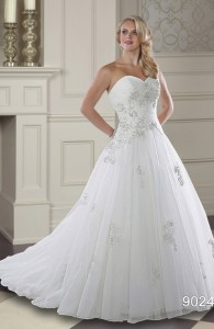 Bridal gowns - LGM57 -Tulle wedding dress with a lace-up back by Romantic Bridals.