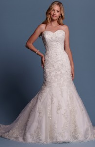 Bridal gowns - LGM58 - Lace and tulle wedding dress with a lace-up back by Romantic Bridals.