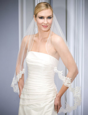 Bridal accessories - Lace and rolled edge veil by Bel Aire Bridal